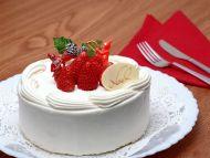 Cream Cake with Strawberries