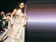 ... Dress Related Keywords & Suggestions - Preity Zinta Without Dress Long